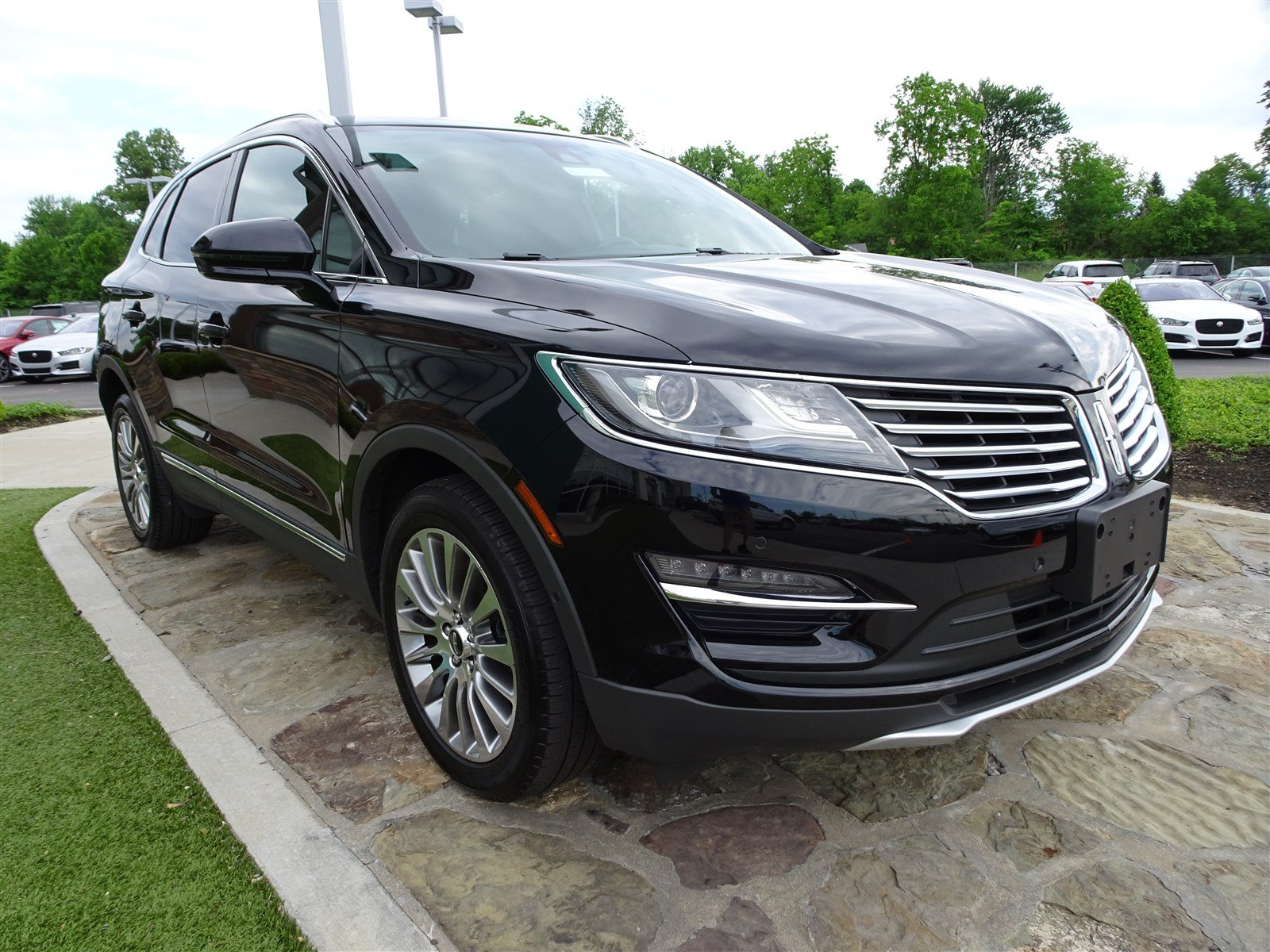 cincinnati watch in lincoln cadillac performance dominates srx ohio new mkc montgomery dealer