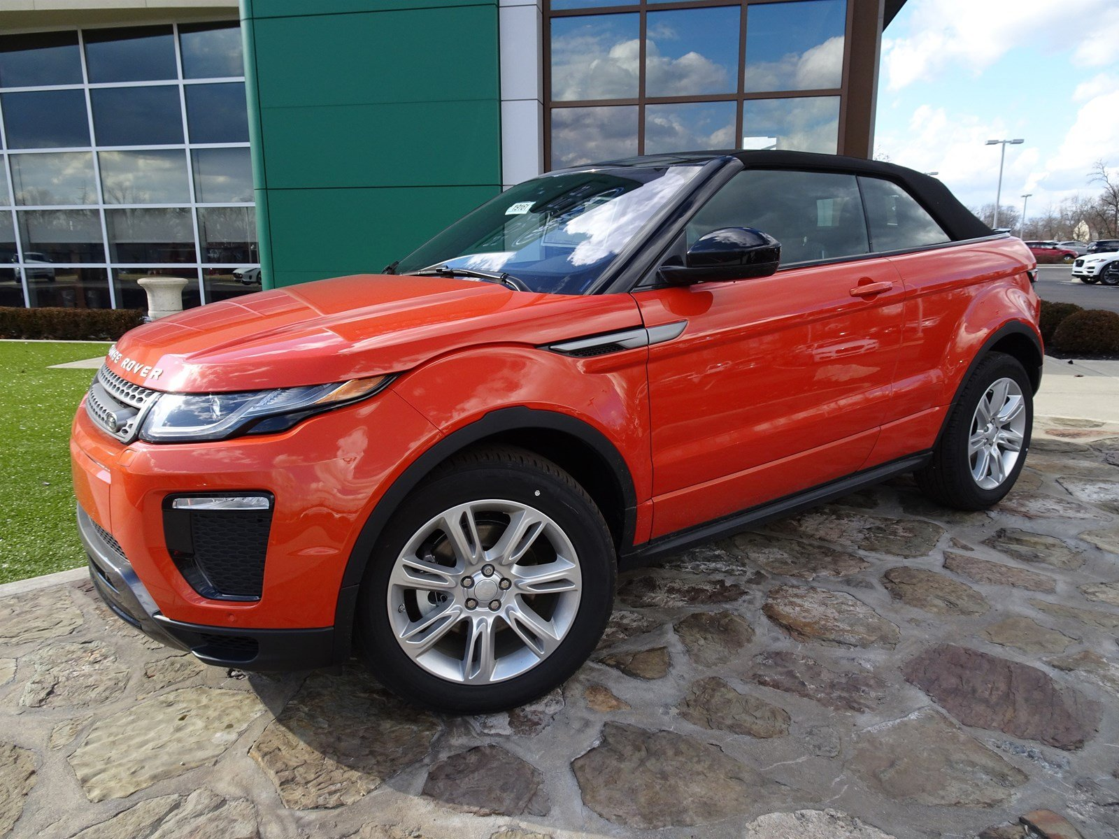 New 2019 Land Rover Range Rover Evoque SE Dynamic